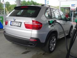 TEST: BMW X5 4,8i - tank1