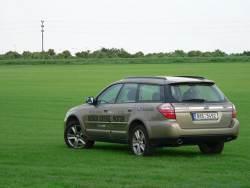 Subaru Outback 2.0D - bokozad