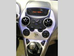 Ford Ka - autosalon - stred panel